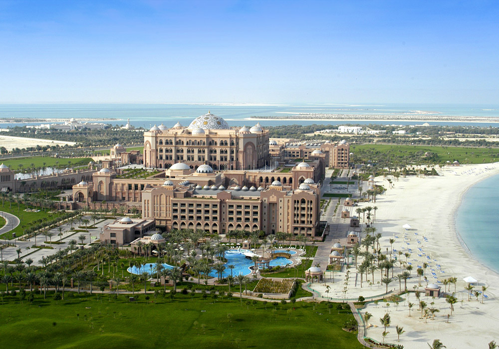 Sight luxurious hotels of Abu Dhabi during the tour