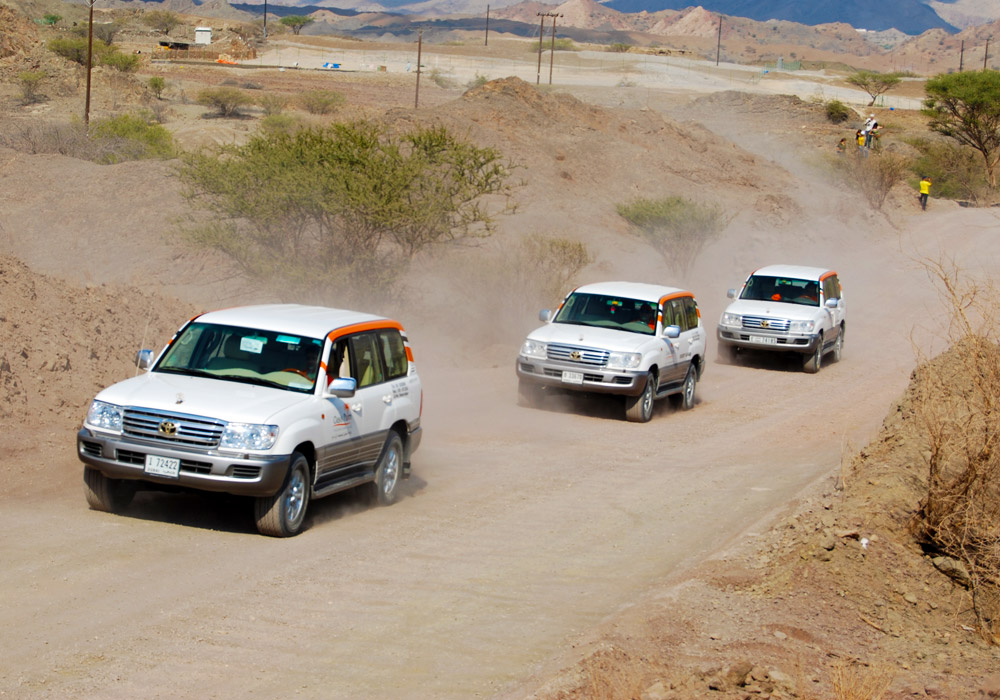 Enjoy the convoy of vehicles on the mountains of Hatta.
