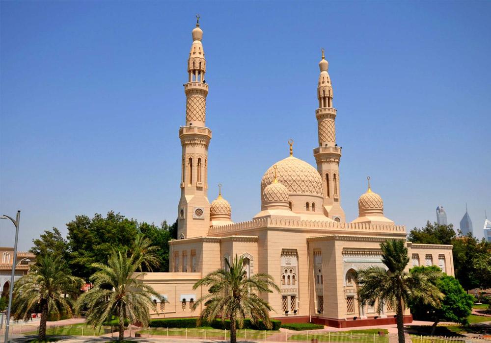 Drive through the Jumeirah mosque