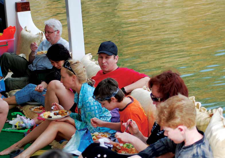 Feel energetic on the Cruise with Delectable Lunch