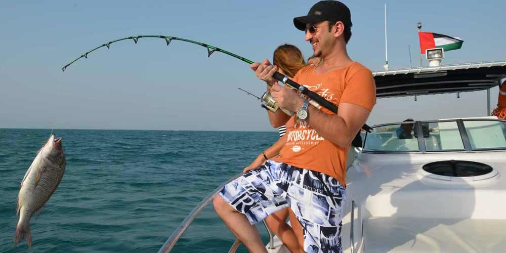 Deep Sea Fishing Trip in 33 Feet Sports Fishing Boat